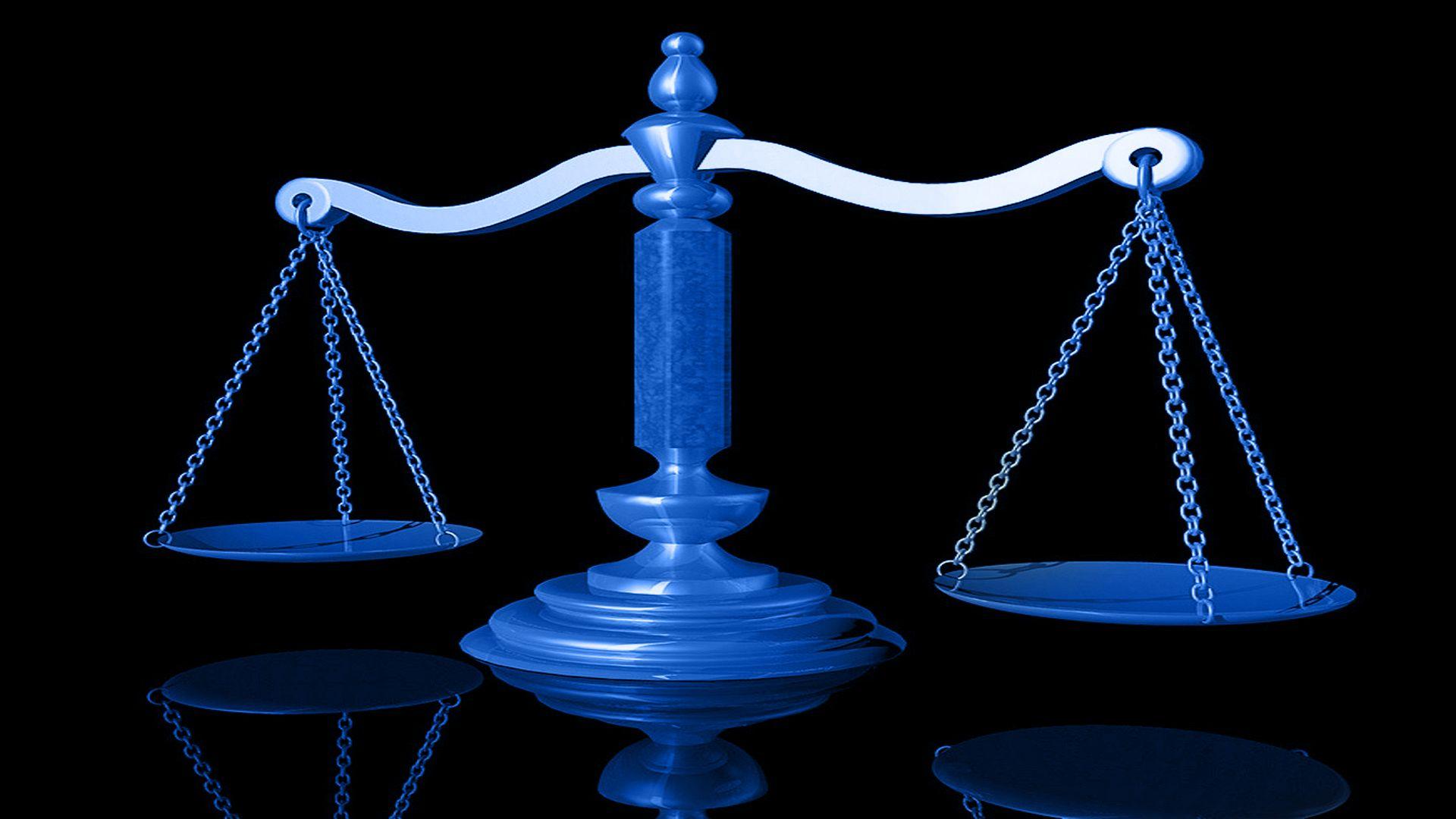 Immagine di una bilancia, rappresentante il servizio delle indagini difensive offerte dall'azienda Verità Legale.